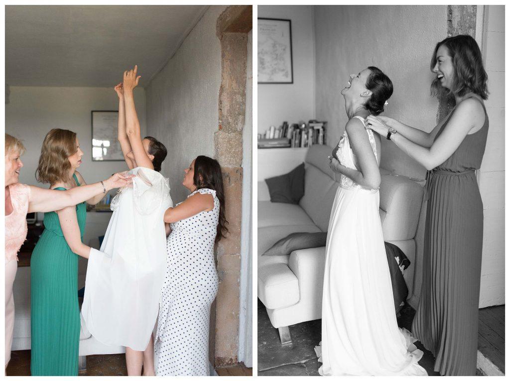 la mariée qui enfile sa robe