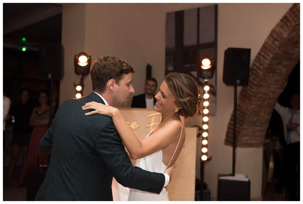 mariés qui ouvrent le bal